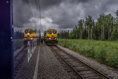 Tren en Alaska fotos de archivo