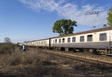 Tren en el ferrocarril histórico de Uganda Foto de archivo