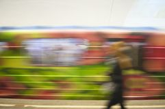 Tren en el movimiento en el subterráneo como fondo abstracto foto de archivo libre de regalías