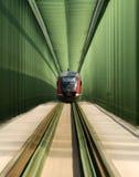 Tren en el puente Foto de archivo libre de regalías