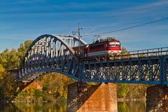 Tren en el puente Fotos de archivo