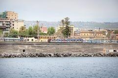 Tren en la estación Catania Centrale Foto de archivo libre de regalías