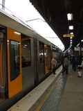Tren en la estación de tren Imagen de archivo libre de regalías