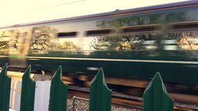 Tren en la lectura almacen de metraje de vídeo