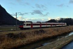Tren en las montañas Fotos de archivo