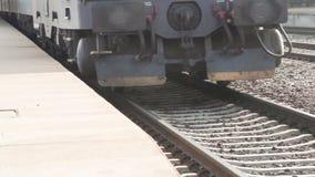 Tren en los carriles almacen de video