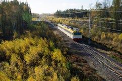 Tren en paisaje coloreado caída Imágenes de archivo libres de regalías