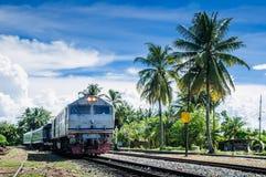 Tren en pista Foto de archivo libre de regalías