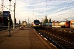 Tren en Rumania imagen de archivo