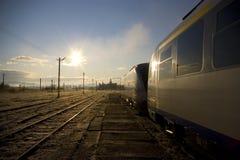 Tren en un ferrocarril fotografía de archivo