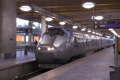Tren en una estación Fotos de archivo