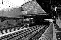 Tren expreso en la estación de tren de Kyoto que nieva Imágenes de archivo libres de regalías