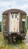Tren fantasmagórico viejo, dejado en el taller abandonado Imagenes de archivo
