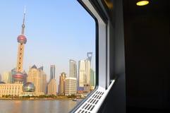 Tren fuera de la ventana Fotos de archivo libres de regalías