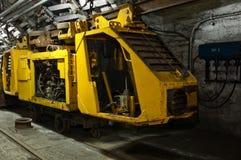 Tren industrial subterráneo en los míos Fotos de archivo