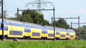 Tren interurbano almacen de metraje de vídeo