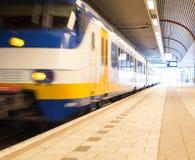 Tren móvil imagen de archivo
