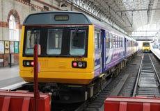 Tren múltiple diesel del marcapasos de la clase 142 imagenes de archivo