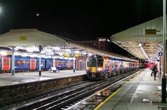 Tren nocturno a Waterloo fotografía de archivo libre de regalías