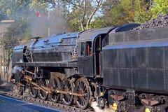 Tren o locomotora del vapor con la oferta del carbón Foto de archivo libre de regalías
