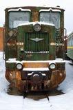Tren oxidado viejo, dejado en el museo ferroviario ruso fotos de archivo