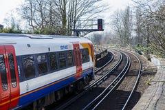 Tren parado en la señal roja fotografía de archivo