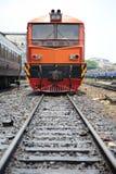 Tren por el ferrocarril Fotos de archivo libres de regalías