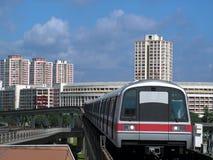 Tren que entra en la estación Imagen de archivo libre de regalías