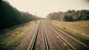 Tren que se mueve adelante, verano almacen de video