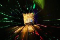 Tren que se mueve a través del túnel Imagen de archivo libre de regalías