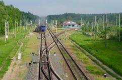 Tren que transporta el cargo Fotos de archivo