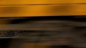 Tren que va en la velocidad almacen de metraje de vídeo