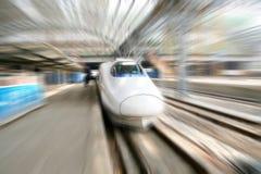 Tren rápido en el movimiento Imagenes de archivo