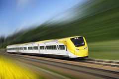 Tren rápido en el movimiento foto de archivo libre de regalías