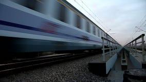 Tren realmente rápido almacen de metraje de vídeo