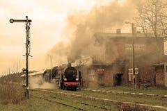 Tren retro viejo del vapor Imagenes de archivo