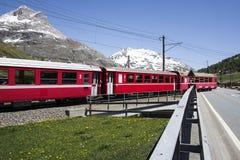 Tren rojo suizo fotos de archivo