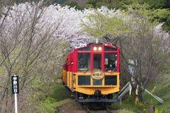 Tren romántico de Sakano en Kyoto, Japón imagen de archivo libre de regalías