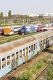 Tren rumano abandonado en depósito Foto de archivo