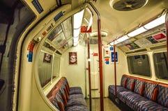 Tren subterráneo de Londres dentro Fotos de archivo libres de regalías