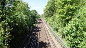 Tren subterr?neo de Londres de la acci?n S8 en la l?nea metropolitana almacen de video