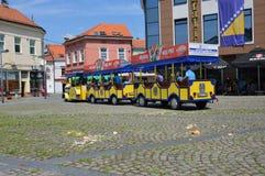 Tren turístico en Tuzla foto de archivo