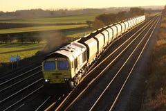Tren vacío del carbón en luz del sol de la tarde cerca de York Foto de archivo libre de regalías