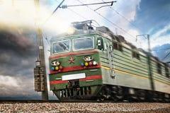 Tren verde eléctrico de URSS con la estrella Fotos de archivo libres de regalías