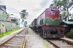 Tren viejo con el 1r funcionamiento de la nueva pintura Fotos de archivo