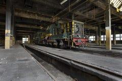 Tren viejo en vertiente del tren Fotografía de archivo libre de regalías