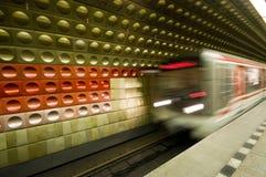 Tren vivo en el movimiento subterráneo Imagen de archivo libre de regalías
