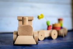 Tren y carros de madera de carga Foto de archivo libre de regalías