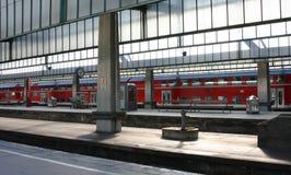 Tren y estación coloridos - cara del Rt Imágenes de archivo libres de regalías