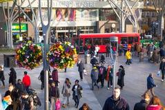 Tren y estación de metro internacional de Stratford, una del empalme más grande del transporte de Londres y Reino Unido Imagen de archivo